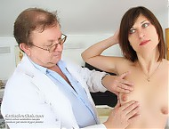 Barca proper gyno speculum checking by perverse gyno professor