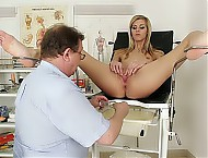 Kacka gets a gynecological tool up her cunt during gyno inspection