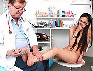 Skinny European hottie Ashley Ocean gyno exam
